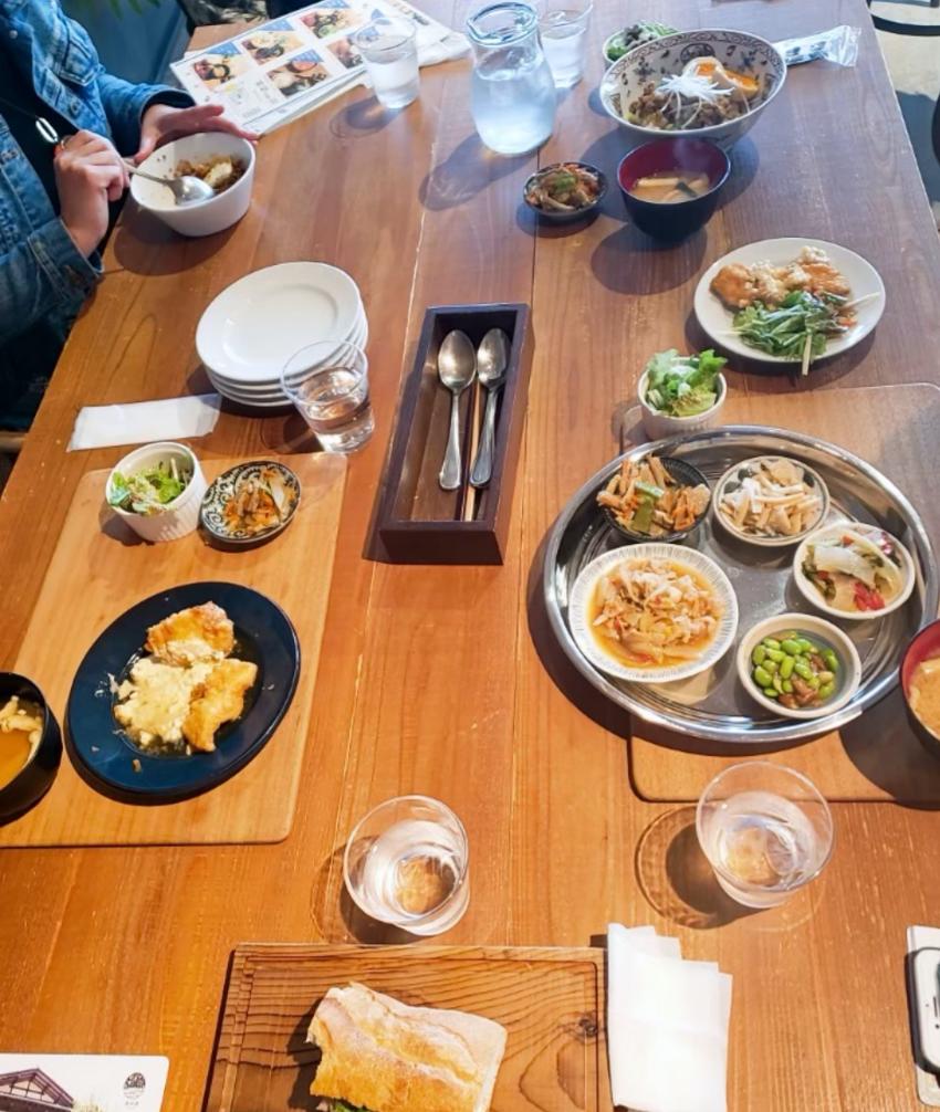 ハマミ食堂カオトオカは多国籍のランチメニューを提供