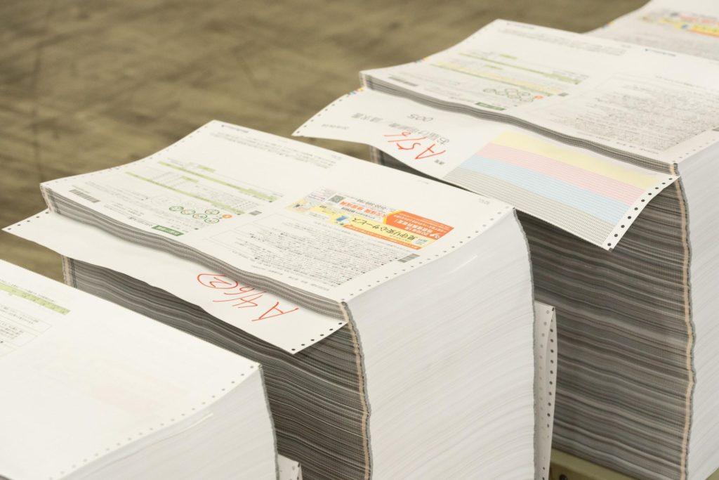 たくさんの注文用紙、お届け明細書