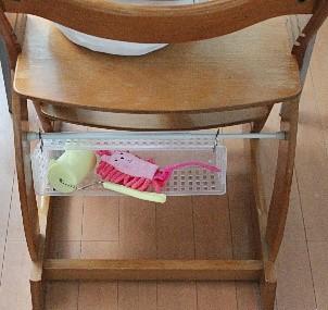 子どもの椅子に掃除道具