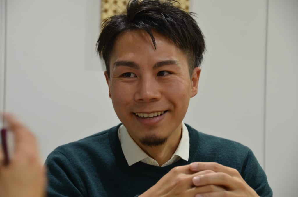 設計コンペの最優秀賞の受賞について語る中村さん