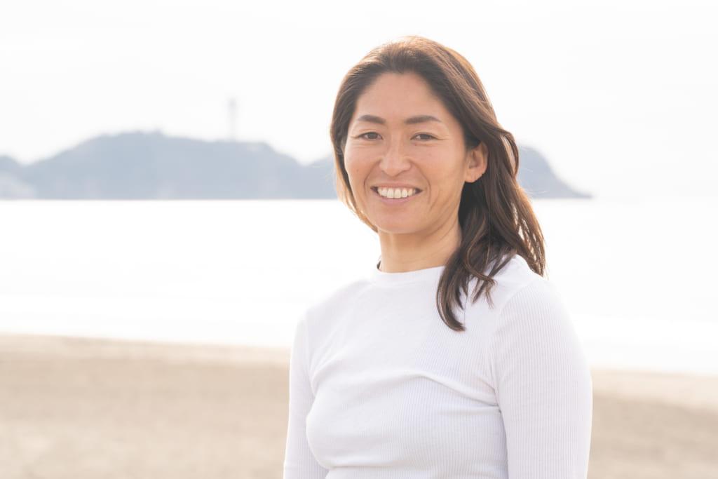 子育てを経て実感!サーフィンがどんどん上手になっていく。昨年最年長でプロテストに合格したプロサーファー 吉田雅南子さんのインタビューの画像