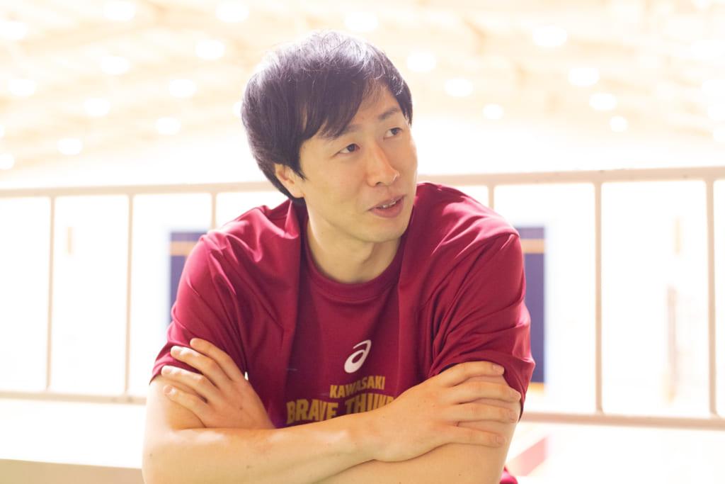 インタビューをうける長谷川技選手