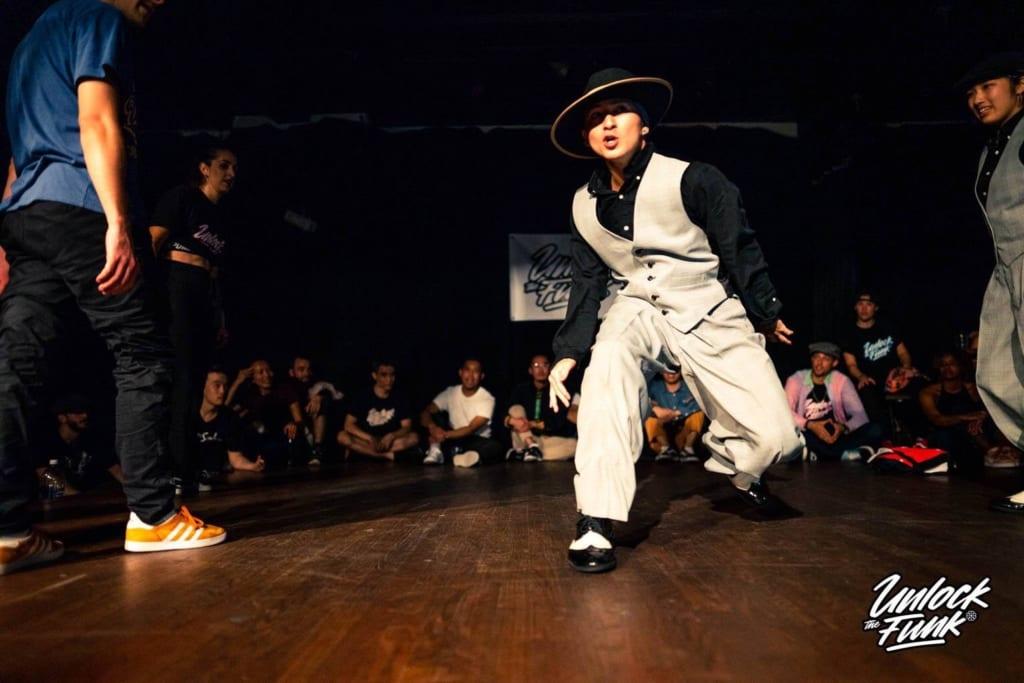 ダンスをするTAKARAさん