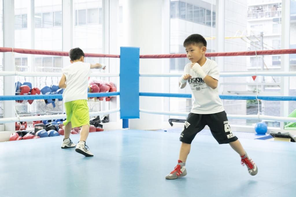 大橋ジムでボクシングをするキッズボクサー