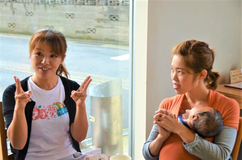 リーダの山田さん(左)とサブリーダーの田中さん