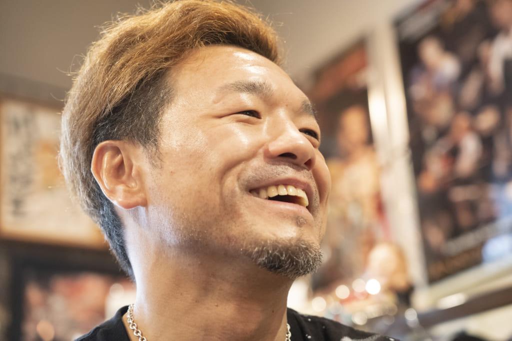 笑顔を交えながら思い出を語る川嶋さん