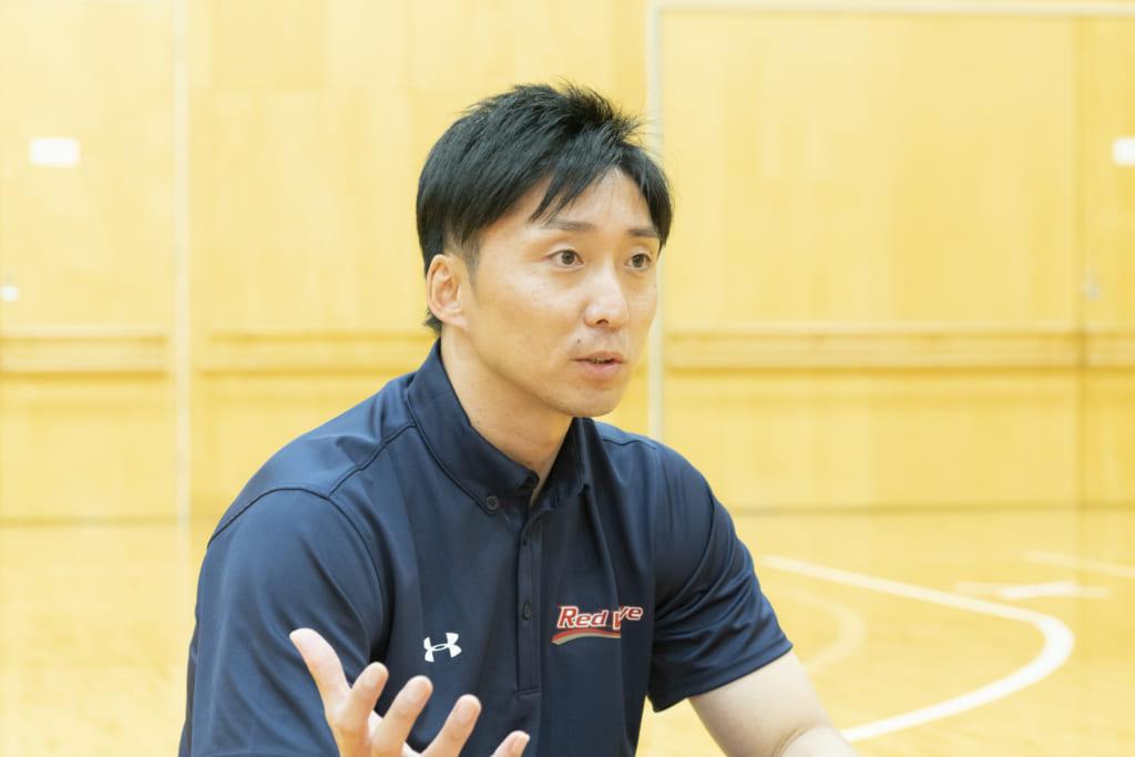 バスケットボールの魅力について語る宮永さん