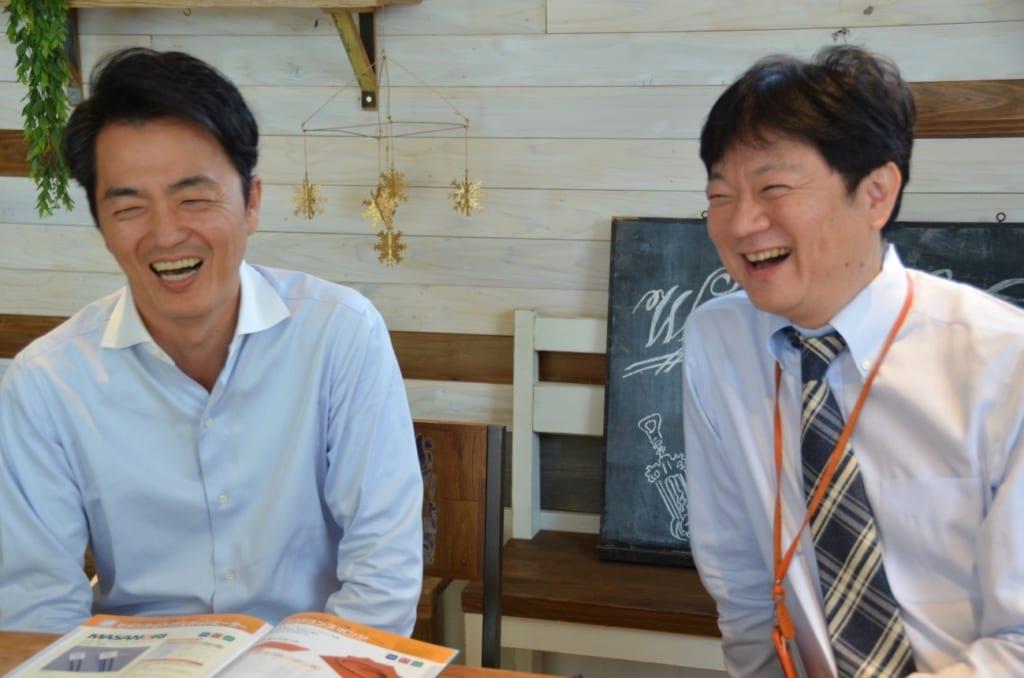 営業の松本さん(左)と男澤さん
