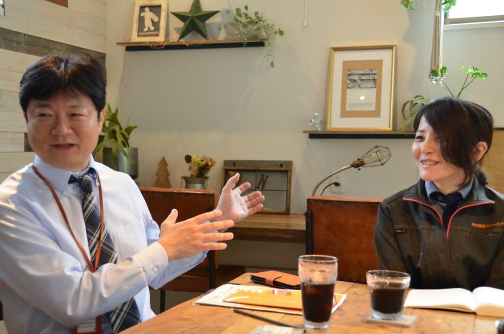 男澤さん(左)と社員の得田さん