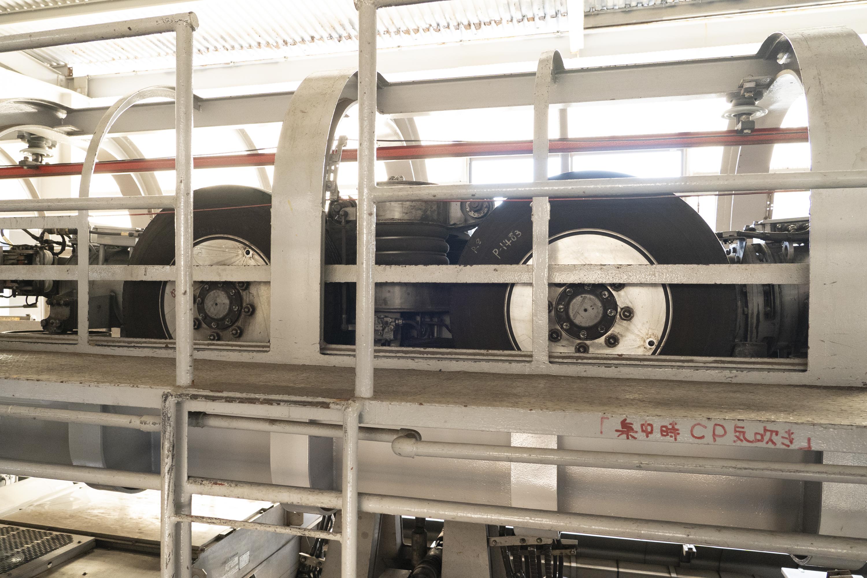 湘南モノレールのタイヤの様子