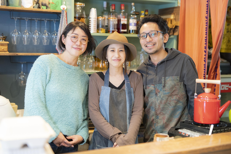 ゆるリズム食堂オーナー夫妻と佐藤麻子さん