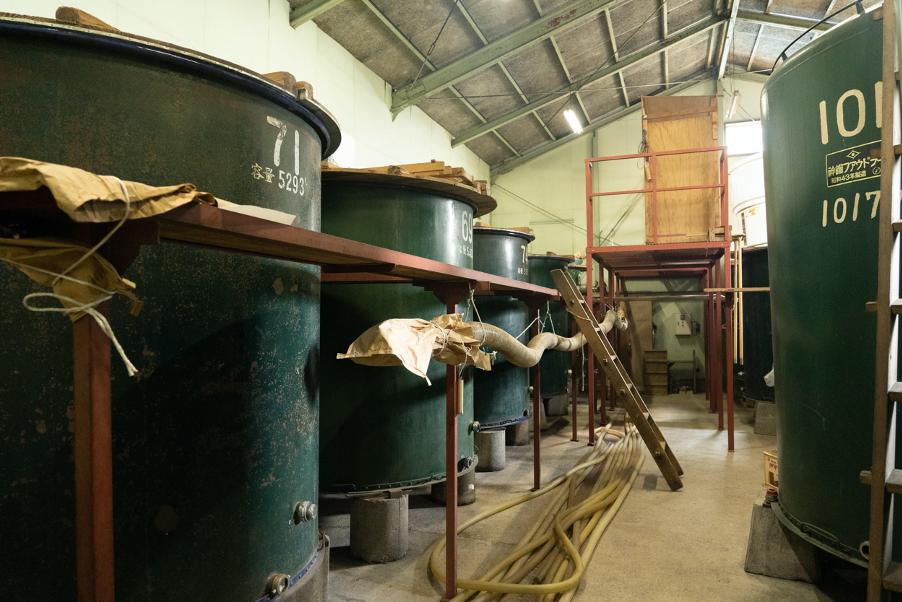 清水酒造内にある貯蔵庫の様子