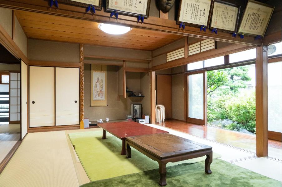 平塚カフェの内観