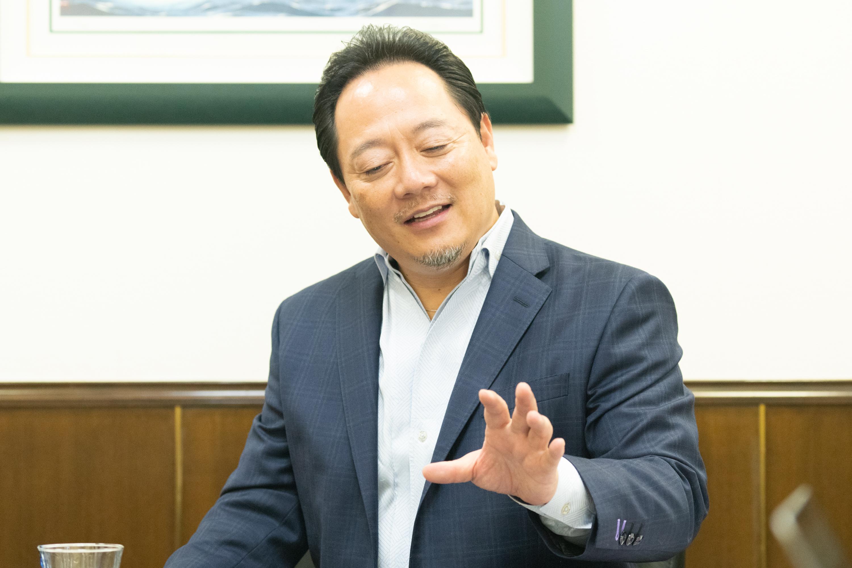 発達障がいのある子どもと施設で生活をする子ども向けの教室運営を考えている藤本さん。