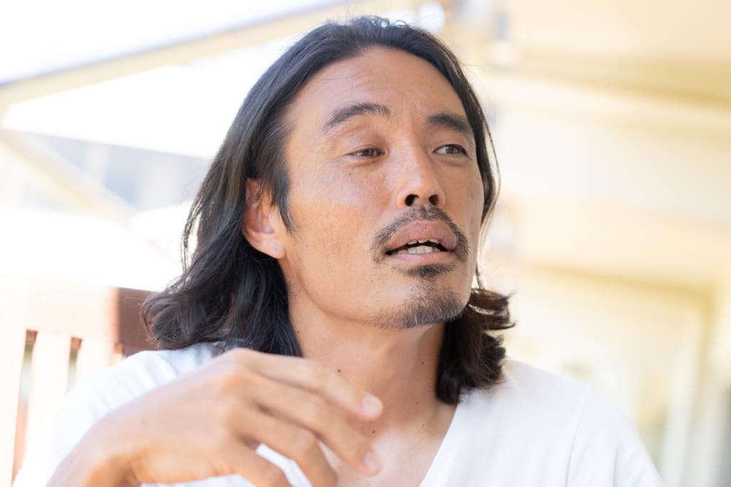 自分に嘘をついて生きることをやめると決意し、39歳でプロサッカー選手に再チャレンジしたY.S.C.C.横浜の安彦考真(あびこたかまさ)選手インタビューの画像