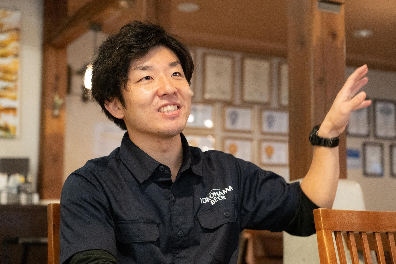 日本のビールの歴史について語る横内さん