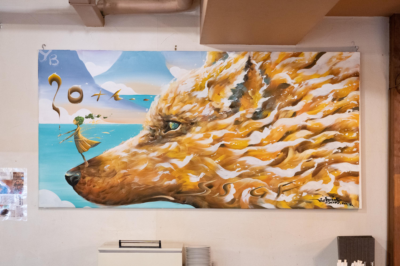 株式会社横浜ビールが経営するレストラン「驛の食卓」に飾られているビールの流れをイメージした絵