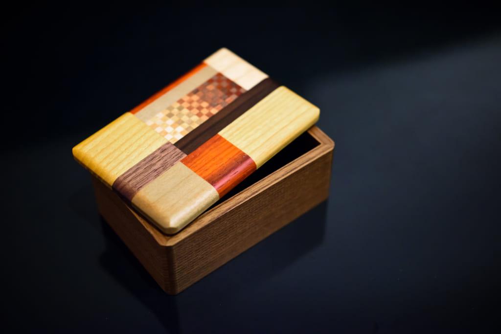 箱根寄木細工の技術とその美しさの可能性を追求する露木木工所 4代目露木清高さんのインタビューです。の画像
